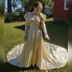 Vintage Ivory 1940s wedding dress